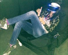 Chiara probando Project Morpheus. El visor de realidad virtual de Playstation.
