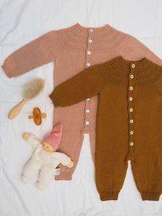 merino - Ravelry: Anker's Onesie pattern by PetiteKnit Baby Boy Knitting Patterns, Baby Cardigan Knitting Pattern, Baby Clothes Patterns, Knitting For Kids, Knitted Baby Clothes, Cute Baby Clothes, Baby & Toddler Clothing, Crochet Clothes, Onesie Pattern