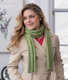 Thick Ribbed Beginner Scarf Free Knitting Pattern from Red Heart Yarns