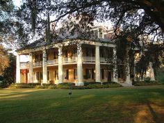 My most favorite plantation home...Houmas House and the gardens are fabulous!