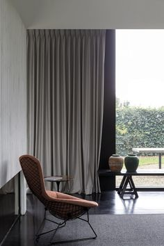 Window Treatment Ideas - Searching for window therapy ideas? Have a look at this suggestion gallery of shutters, blinds, tones, and extra. All the home window covering concepts in one location. Blinds For Windows, Curtains With Blinds, Mini Blinds, Modern Window Treatments, Honeycomb Shades, Wood Blinds, Curtain Designs, Window Coverings, Modern Interior Design