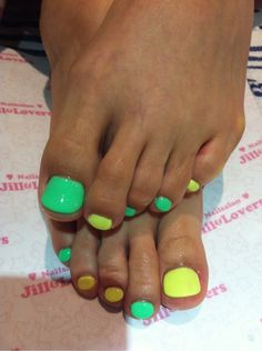 Nails spring green color combos Ideas for 2019 Pretty Toe Nails, Cute Toe Nails, Super Cute Nails, Glam Nails, Classy Nails, Hot Nails, Trendy Nails, Two Color Nails, Nail Colors