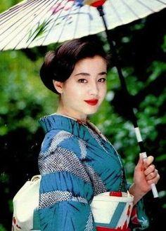 Rie Miyazawa Kimono Japan, Japanese Kimono, Japanese Girl, Japanese Beauty, Asian Beauty, Parasols, Japanese Characters, Cute Beauty, Yukata