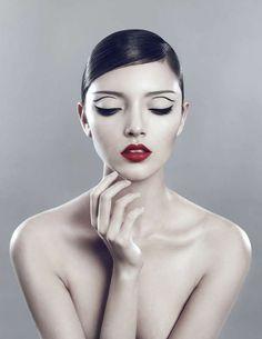 Editorial Makeup, Mod Black Eyeliner and Red Lips. Eyeliner Brush, No Eyeliner Makeup, Black Eyeliner, Hair Makeup, Doll Makeup, Beauty Photography, Fashion Photography, Beauty Makeup, Hair Beauty