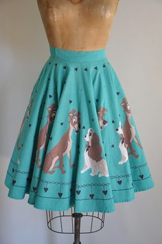 Endlessly darling vintage Lady and The Tramp novelty print skirt. #Disney #vintage #1950s #fashion #skirts #novelty_print