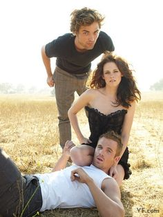 Twilight; Rob Pattinson, Kristen Stewart, Cam Gigandet! What is the point of this picture...so RANDOM!