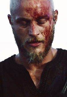Travis Fimmel screen cap from Vikings. Just seconds from falling off cliff into the water below, season Travis Vikings, Vikings Travis Fimmel, Vikings Game, Vikings Tv Series, Vikings Tv Show, Viking 1, Viking Series, Viking Shirt, Viking Metal