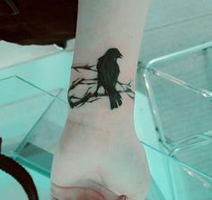 """Kuş Mu Kondurmuş"" Dedirten 18 Dövme Modeli- Onedio.com Tribal Bird Tattoos, Grey Ink Tattoos, Black Bird Tattoo, Elephant Tattoos, Body Art Tattoos, Tattoo Bird, Ear Tattoos, Tatoos, Hummingbird Tattoo"