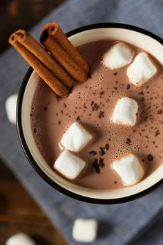 A Sweet recipe for gourmet cinnamon hot chocolate. This is a perfect afternoon treat. Gourmet Cinnamon Hot Chocolate Recipe from Grandmothers Kitchen. RP by Splashtablet the & suctin mount Case - on now! Hot Chocolate Milk, Hot Chocolate Recipes, Delicious Chocolate, Chocolate Chocolate, Mini Desserts, Pumpkin Spice, Smoothie, Food Porn, Food And Drink