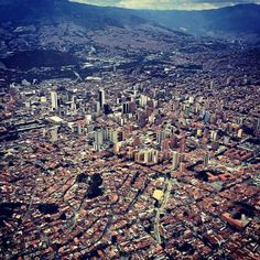 See 107 photos and 10 tips from 648 visitors to Centro de Medellín. Aerial Footage, South America, Four Square, The Good Place, Cool Pictures, City Photo, Skyline, Tours, World