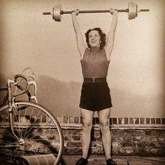Vintage Wednesdays - Eileen Sheridan | Cyclechic