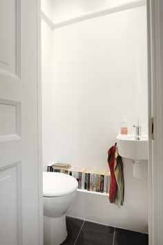 room for books in the bathroom