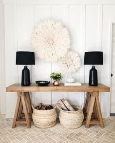 4 rules for making maximalism look minimal Entryway Decor Ideas making maximalism Minimal rules Beach Cottage Style, Cottage Style Homes, Beach House Decor, Beach Houses, Sweet Home, Home Decoracion, Entry Way Design, Deco Design, Home Staging