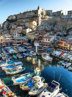 MARSEILLE - Le Vallon des Auffes est un petit port de Marseille de pêche traditionnelle du quartier d'Endoume dans le 7e arrondissement de Marseille. Il se situe à 2,5 km au sud-ouest du Vieux-Port par la corniche Kennedy, entre la plage des Catalans et l'anse de Malmousque. Photo by Laurent Henocque. Read more on wikipedia: https://en.wikipedia.org/wiki/Vallon_des_Auffes