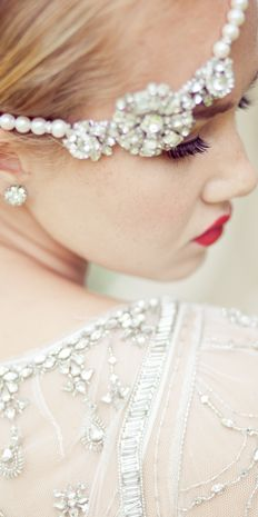 Art Deco vintage bride. love the headpiece