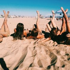 beach day with friends <3