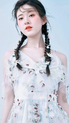 Korean Photoshoot, Chinese Actress, Thalia, Girl Cartoon, Ulzzang Girl, Cute Girls, Hair Beauty, Actresses, Model