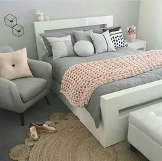 21 Stunning Grey and Silver Bedroom Ideas. Grey and Silver Bedroom Ideas Is it about time you redecorated your bedroom? How about taking some inspiration from these beautiful grey and silver bedroom ideas? Bedroom Ideas For Teen Girls Small, Teenage Bedrooms, Room Decor Teenage Girl, Adult Bedroom Ideas, Girly Girls, Vintage Teen Bedrooms, Bedroom Ideas For Small Rooms For Teens For Girls, Small Teen Room, Bedroom Ideas For Teen Girls Tumblr