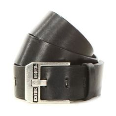 Mens Bluestar Leather Belt Description: Update your accessories this season with the Diesel Bluestar Leather Belt. A classic design for for AW14, this Diesel belt has been crafted from a fine cowhide leather and finished with signature Diesel branding.    • Diesel branding  • 2 inches wide  • Buckle fasten ... http://qualityclothing.me.uk/mens-bluestar-leather-belt/