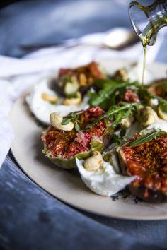 Figs & mozzarella salad. http://www.jotainmaukasta.fi/2014/08/28/viikuna-mozzarellasalaatti/