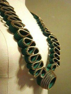 Lindo colar de ziper
