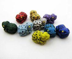 4+Tiny+Tropical+Frog+Beads++mixed++CB699+por+TheCraftyBead+en+Etsy,+$4.95
