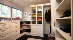Jeff Lewis - Interior Therapy...oh my! all closets should have windows!