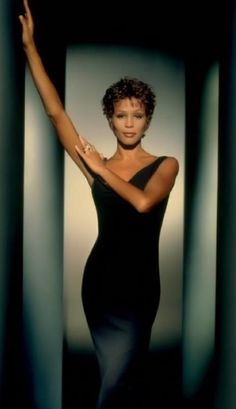 Today marks 4 YEARS since the since the tragic passing of Whitney Houston. RIP, with your daughter, Whitney. Whitney Houston, Beverly Hills, Divas, Girl Bands, Mariah Carey, Black Is Beautiful, Beautiful Women, Beautiful Person, Simply Beautiful