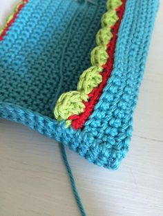 Taschentüchertasche - Häkelfieber Crochet Stitches Free, Diy Crochet, Crochet Hats, Diy Garden Decor, Tissue Boxes, Crochet Accessories, House Colors, Purses And Bags, Ganchillo