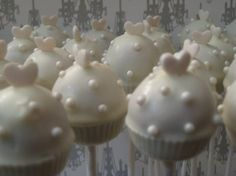 Dots on the cake pops--love the look