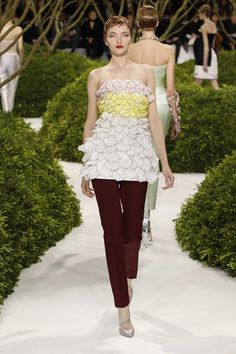 Dior Haute Couture Spring-Summer 2013 – Look 23: Embroidered off white bustier on burgundy silk pants. Discover more on www.dior.com #Dior#PFW