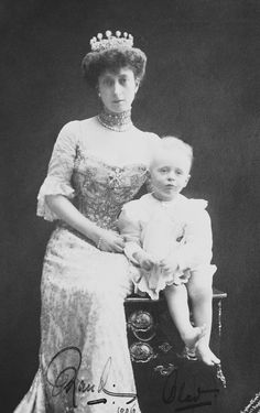 Queen Maud of Norway with her son, Crown Prince Olav. 1906.