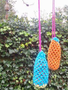 E Strea Chikitu: Crochet colorful birdfeeders 3