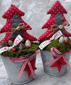 más y más manualidades: Crea hermosos adornos navideños usando tela en blanco y rojo