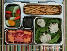 "OrganizedBites.com | I'll Fall For You""  Vegetarian, eco-friendly, dye-free bento lunch box ideas in a PlanetBox for kids. #vegetarian #bento #PlanetBox"