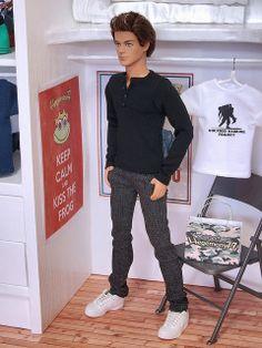 Ken doll in black henley t shirt and grey jeans pants | Flickr: Intercambio de fotos