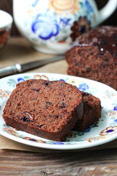 Chocolate cake with red currant jam and raisins   Gotowanie ze stylem