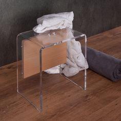 Sgabello da bagno in plexiglass e legno con uno spessore di12 mm. Arricchito da un'anima in legno impiallacciato faggio naturale.  #design #plexiglass #arredo #arredamento #LuceSolida