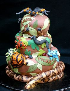 Funny cakes bring fairy tales and dreams back to life funny cakes animals insects Lustige Torten rufen Märchen und Träume wieder ins Leben 2 Source by margekuzma Safari Party, Jungle Party, Jungle Cake, 6th Birthday Parties, Boy Birthday, Birthday Ideas, Birthday Stuff, Birthday Cakes, Lizard Cake