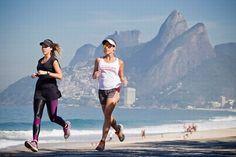 Juliana Calcena (à esquerda) e Carol Buffara, por Guito Moreto