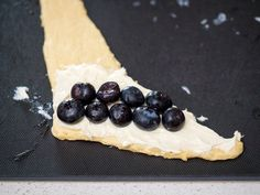 5-Ingredient Blueberry Cheesecake Rolls | 12 Tomatoes Lemon Cream Cheese Bars, Cream Cheese Crescent Rolls, Cream Cheese Recipes, Cresent Rolls, Sweet Desserts, Easy Desserts, Delicious Desserts, Yummy Food, Recipes Using Crescent Rolls