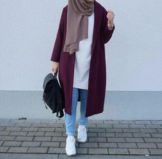 Trendy fashion hijab Trendy fashion hijab indonesia How To Wear Hijab Outfit With Casual Looks Modern Hijab Fashion, Street Hijab Fashion, Hijab Fashion Inspiration, Islamic Fashion, Muslim Fashion, Look Fashion, Trendy Fashion, Fashion Outfits, 00s Fashion