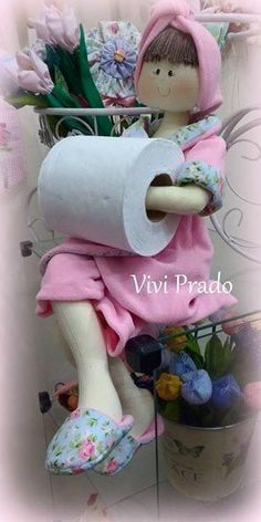 Discover thousands of images about Marlene Arteira: Boneca porta papel higiênico com molde. Fabric Dolls, Paper Dolls, Art Dolls, Bath Doll, Sewing Crafts, Sewing Projects, Sock Dolls, Doll Sewing Patterns, Soft Sculpture