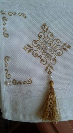 This Pin was discovered by neş Kasuti Embroidery, Bullion Embroidery, Cross Stitch Embroidery, Embroidery Designs, Farm Crafts, Diy And Crafts, Cross Stitch Designs, Cross Stitch Patterns, Palestinian Embroidery