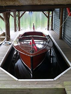 Chris Craft in an Adirondack Lake Boathouse, Adirondacks, NY.boat houses remain a fascination. Speed Boats, Power Boats, Bateau Yacht, Plan Garage, Garage Ideas, Chris Craft Boats, Classic Wooden Boats, Classic Boat, Vintage Boats