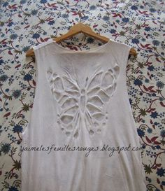 J'aime les feuilles rouges: DIY Butterfly cut-out t-shirt!