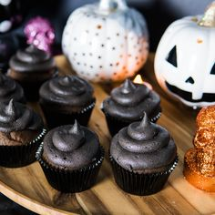 Halloween Black Velvet Cupcakes, just in time for Halloween 🎃🖤 Head over to my YouTube channel to see how to quickly whip up this spooky treat 👻 Black Cupcakes, Red Velvet Cupcakes, Black Food Coloring, Gel Food Coloring, Spooky Treats, Halloween Treats, Cupcake Cases, Easy Baking Recipes, Chocolate Buttercream