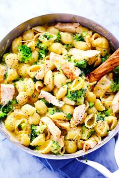 Ditch the boxed mac and cheese and make these amazingly creamy and cheesy chicken broccoli shells. This meal is sure to be a huge hit with the family! We had quite the fun Super Bowl party on Sunday. I really look forward to it every year but for only one reason… the food! We had …