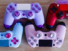 Best Gaming Setup, Gaming Room Setup, Gaming Rooms, Ps4 Controller Custom, Cool Ps4 Controllers, Mundo Dos Games, Gaming Accessories, Playstation 4 Accessories, Video Game Rooms
