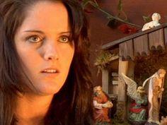 Kristen Stewart explains Christmas. This girl has her mannerisms down so well.